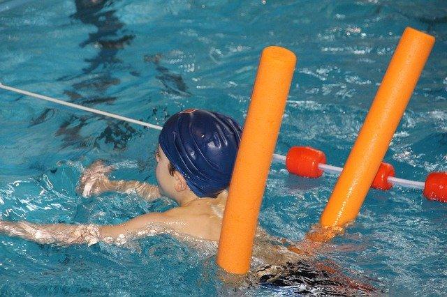 EPS à l'école : le sport à l'intérieur et la piscine à nouveau possible!
